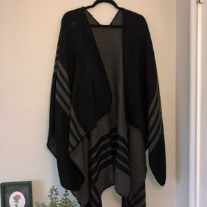 BB DAKOTA • NWOT Poncho
